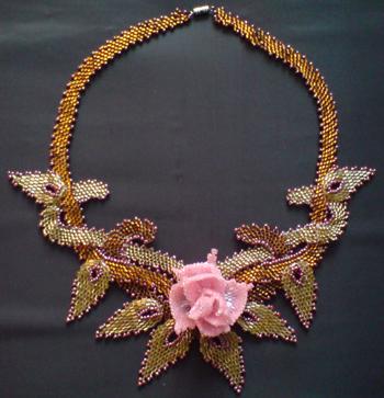 Колье  Плетёнка  с  розой