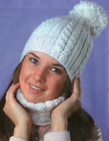 Белая шапка с косами и манишкой