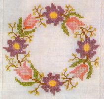 Скатерть вышитая и цветочный мотив