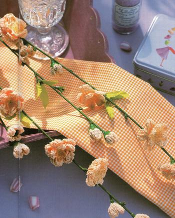 Персик цветущий крючком