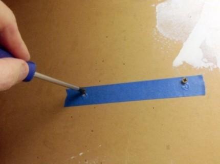 Как закрепить роутер на стене